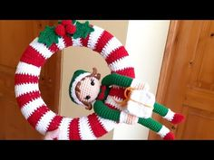 Crochet Christmas Wreath, Beaded Christmas Ornaments, Christmas Knitting, Christmas Wreaths, Christmas Crafts, Knitted Doll Patterns, Afghan Crochet Patterns, Knitted Dolls, Amigurumi Animals