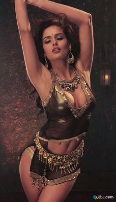 Nathalia Kaur Hot Photos_6.jpg (750×1306)