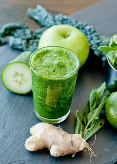 Refreshing green smoothie with kale, green apple, ginger, mint and green tea. Perfect for your morning pick me up!