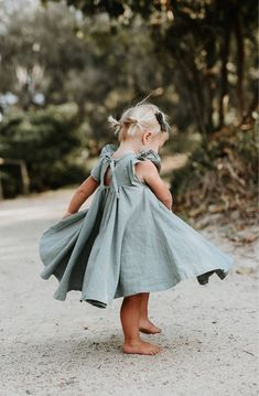 Handmade Sea Mist Linen Twirl Dress | MiyaAndMa on Etsy Alleen andere kleur! ^^