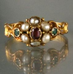 A beautifully detailed 15ct gold suffragette ring with scrollwork detail