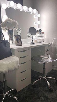 Makeup Room Ideas room DIY (Makeup room decor) Makeup Storage Ideas For Small Space - Tags: makeup room ideas, makeup room decor, makeup room furniture, makeup room design # makeup room inspo Makeup Room Diy, Makeup Rooms, Diy Makeup, Beauty Makeup, Diy Beauty, Makeup Desk, Glam Makeup, Makeup Tips, Diy Vanity Mirror