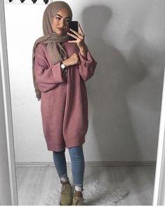 Discover ideas about muslim women fashion Muslim Women Fashion, Modern Hijab Fashion, Street Hijab Fashion, Hijab Fashion Inspiration, Islamic Fashion, Trendy Fashion, Style Fashion, Dog Fashion, Pink Fashion