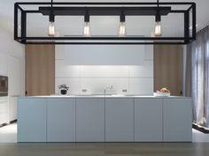 super clean and elegant bulthaup kitchen. all white, and some warm natural oak details. Dark Brown Cabinets, Small American Kitchens, Black Kitchens, Home, Oak Kitchen, Modern Kitchen, House Styles, Kitchen Style, Small Hallways