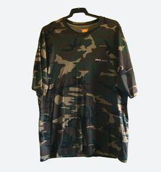 CAMISETA DE CAMUFLAJE PARA HOMBRE (15 €)  Camiseta de camuflaje de manga corta para hombre. Tejido 100% algodón. Talla: XXL. La camiseta está sin estrenar y en perfecto estado.  Pago con PayPal o Contra reembolso.  15 € + gastos de envío.
