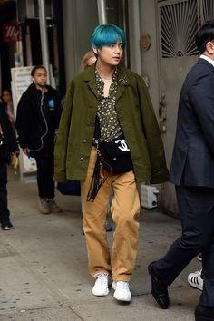 jungkook fashion BTS NYC Street Style: J- - fashion Asian Street Style, Street Style Looks, Kpop Outfits, Mode Outfits, Kpop Fashion, Fashion Outfits, Fashion Weeks, London Fashion, Street Fashion