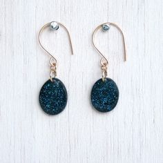 these earrings are both sparkly and gorgeous.