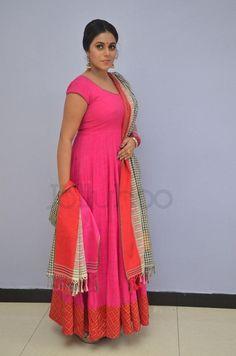 Beautiful Bollywood Actress, Most Beautiful Indian Actress, Indian Gowns Dresses, Satin Dresses, Beauty Full Girl, Beauty Women, Marathi Saree, Indian Beauty Saree, Beautiful Saree