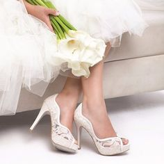 Alonso, Chile, Wedding, Shoes, Fashion, Bride Shoes, Floral Arrangements, Grooms, Valentines Day Weddings
