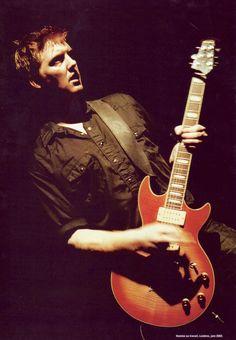 Famous Ovation Guitars Players / Josh Homme