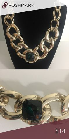 LARGE GOLD CHAIN NECKLACE w/ GREEN STONE LIKE NEW Jewelry Necklaces
