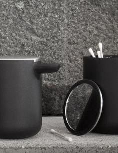 Menu New Norm, distributeur de savon liquide noir, salle de bain scandinave épuré #design #black #soap #home #decoration #bathroom