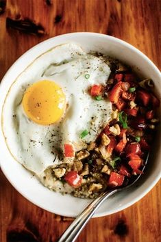 17 Fried Egg Recipes That Are Anything But Boring: Savory Oatmeal with Cheddar and Fried Egg Healthy Fast Food Breakfast, Fast Healthy Meals, Healthy Snacks, Healthy Recipes, Healthy Breakfasts, Oats Snacks, Egg Recipes, Cooking Recipes, Pasta Recipes