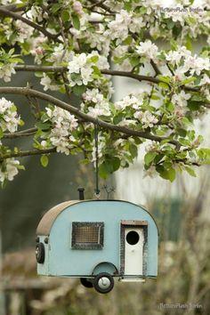 Cute caravan birdhouse