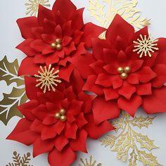 #paperflowers #handmade #paper #paperflorist #paperflowersbackdrop #floresdepapel #paperpoinsettia #homedecor #christmasdecorations #northcarolina