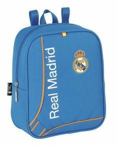 Esta colección de papelería escolar del Real Madrid está basada en la segunda equipación oficial del club blanco para la temporada 2013/2014. El color de fondo de esta nueva línea de material para el cole es el azul. También se utiliza el naranja en los pequeños detalles de la colección, creando un agradable contraste a la vista. Dimensiones: 22 cm x 27 cm x 10 cm.