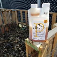 Added some microbes to the compost pile at work @mammothmicrobes 🌱 It should help kick start the breakdown of organic matter and turn this trash into a soil stash! Are you composting at home yet?! Its the easiest thing you can do to help save our planet! Do itttt!! 🌏🌱🤗🍄 #colorado #mammothp #organic #notill #livingsoil #soilgrown #fortcollins #cannabis #marijuana #grower #growyourown #weed #sustainability #compost #microbes #savetheplanet #bechange #motherearth #nature #garden #soil…