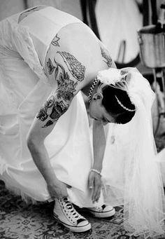 Offbeat Bride: Tattoos, Chucks, and Body Piercings! Wedding Sneakers, Wedding Converse, Bride Converse, Wedding Bride, Dream Wedding, Wedding Day, Wedding Dresses, Wedding Wishes, Rustic Wedding