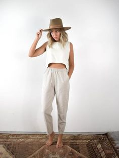 Palatine Linen Trouser - Oyster - Source by - Summer Pants Outfits, Casual Outfits, Cute Outfits, Outfit Summer, Summer Airport Outfit, Work Outfits, Cold Beach Outfit, Hot Weather Outfits, Hawaii Outfits