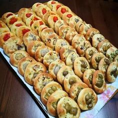 Best Appetizers, Appetizer Recipes, Vol Au Vent, My Favorite Food, Favorite Recipes, Focaccia Pizza, Tapas, Mini Foods, Picnic