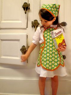 I bet I can figure out how to make this lil apron!