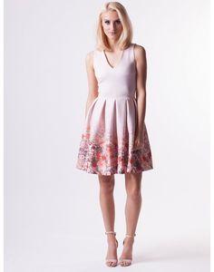 PUDROWA SUKIENKA FLOWERS W KONTRAFAŁDY Dresses For Work, Queen, Fashion, Clothing, Moda, Fashion Styles, Fashion Illustrations