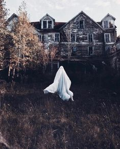 halloween photography Halloween v - halloween Old Halloween Photos, Halloween Fotos, Retro Halloween, Spooky Halloween, Halloween Signs, Halloween Table, Halloween Stickers, Halloween 2019, Halloween Stuff