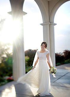 Silk chiffon modest wedding dress on Alta Moda bride Danielle. Gorgeous (!!!) Image by Julie Parker.
