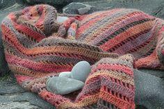 Ravelry: BubblenFizz's Clapochet scarf - free pattern by Crochet Kitten here: http://crochetkitten.blogspot.com.au/2009/02/clapochet.html