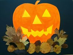 Halloween pumpkin in the foliage pile - Art Education ideas Kindergarten Art Projects, Classroom Art Projects, Art Classroom, Halloween Kunst, Happy Halloween, Halloween Crafts For Toddlers, Toddler Crafts, Art Plastique Halloween, Halloween Pumpkins