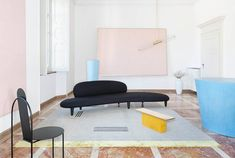 cc-tapis new campaign shooted at Villa Panza. Room Interior Design, Design Furniture, Interior Styling, Bedroom Furniture, Textured Carpet, Beige Carpet, Modern Carpet, Sims 4 Cc Furniture, Toddler Furniture