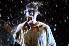 American Music Awards 2015: Justin Bieber Gets Wet During 'Purpose' Medley, Is Still 'Sorry'