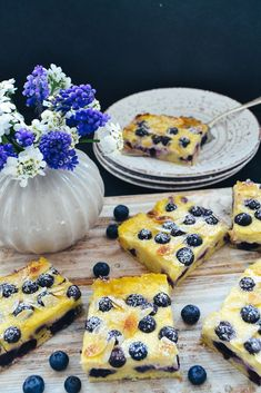 Simple sheet cake with sour cream and blueberries - Kuchen Backen - Rezepte - Dessert Blueberry Desserts, Fall Desserts, Christmas Desserts, Blueberry Cake, Sour Cream Cake, Cream Pie, Pumpkin Spice Cupcakes, Cinnamon Cream Cheeses, Ice Cream Recipes