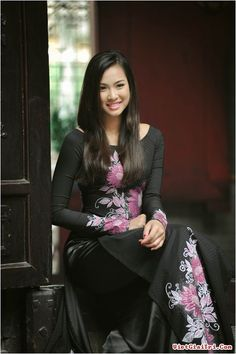 Vietnamese-belle-with-traditional-Ao-dai+%285%29.jpg (502×753)
