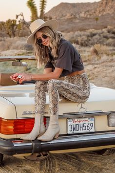 boho fashion Wild One Snakeskin Leggings Tribe Look Fashion, Spring Fashion, Winter Fashion, Womens Fashion, Fashion Trends, Wild Fashion, Fashion Ideas, Fashion Styles, Boho Fashion Fall