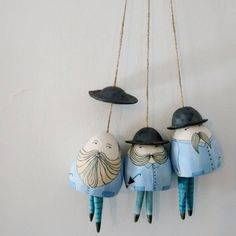 Handpicked: The Quirky Characters of Yen Yen Lo Yen Yen Lo's Ceramic Bells Porcelain Clay, Ceramic Clay, Ceramic Painting, Ceramic Artists, Ceramic Pottery, Diy Accessoires, Sculptures Céramiques, Pottery Sculpture, Paperclay