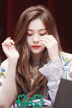 South Korean Girls, Korean Girl Groups, Gfriend Profile, Kim Ye Won, Cloud Dancer, Fans Cafe, G Friend, Ultra Violet, Kpop Girls