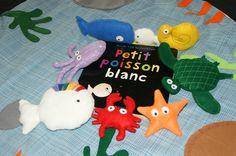 "tapis de conte ""petit poisson blanc"" Daycare Themes, Dinosaur Stuffed Animal, Animation, Christmas Ornaments, Holiday Decor, Blog, Albums, School, Felt Animals"