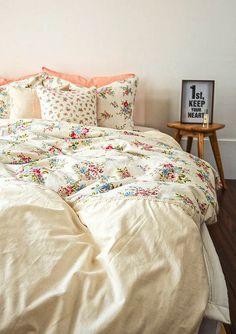 New shabby chic bedding sets romantic duvet covers Ideas Shabby Chic Bedding Sets, Shabby Chic Curtains, Romantic Bedding, Simply Shabby Chic, Shabby Chic Cottage, Duvet Sets, Duvet Cover Sets, Bed Covers, Home Design