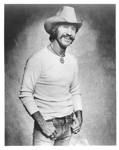 """༺♥༻ This would be my favorite straight up country singer. His awesome song… ༺♥༻ This would be my favorite straight up country singer. His awesome songs include """"El Paso"""" and """"Big Iron"""". His songs tell about heroes, outlaws, and redemption: Marty Robbins Country Music Stars, Old Country Music, Country Music Videos, Country Guys, Country Living, Country Musicians, Country Music Artists, Country Singers, Marty Robbins"""