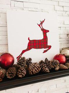 Традиция использовать в новогоднем убранстве рождественских оленей зародилась в Северной Америке и Канаде и завоевала большую популярность во всем мире. Неотъемлемым атрибутом Рождества олени стали благодаря преданиям, по которым Санта Клаус развозил рождественские подарки на санях, запряженных девятью оленями. Их имена: Дэшер, или Стремительный. Всегда обожал соревноваться в скорости с другими оленями. Дансер (Танцор) — увлечён танцами.
