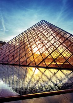 Louvre piramide by Ivan Vukelic on 500px