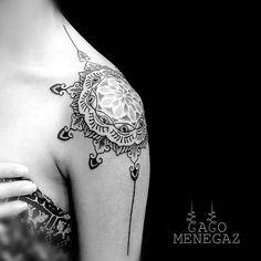 #tattoofriday - Caco Menegaz, Brasil.   #mandala #mandalatattoo #blackwork #dotwork