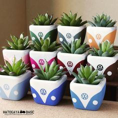 new Ideas succulent painting clay pots Cement Crafts, Clay Pot Crafts, Diy And Crafts, Painted Plant Pots, Painted Flower Pots, Decorated Flower Pots, Ceramic Plant Pots, Painted Pebbles, Easy Plants To Grow