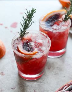 Blood orange bourbon smash with spicy vanilla sugar I howsweeteats.com