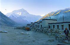 Genießen Sie den fantastischen Mount Everest und erkunden Sie reizvolle Höhepunkte genauer.