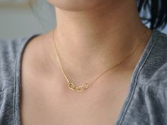 beautiful dainty necklace