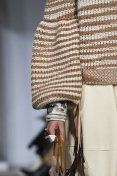 Ulla Johnson at New York Fashion Week Fall 2019 Ulla Johnson an der New York Fashion Week im Herbst 2019 – Details Knitwear Fashion, Knit Fashion, Womens Fashion, Fashion Trends, Fashion Design, Fashion Ideas, New York Fashion, Fashion 2018, Edgy Dress