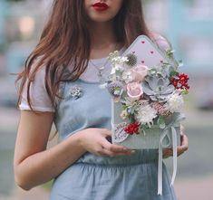 "Цветочная лавка ""Ла'тирус"" (@lathyrus.lavka) • Фото и видео в Instagram Flower Frame, Flower Boxes, Pastel Bouquet, Envelopes, Pressed Flower Art, Shabby Chic Crafts, Crafts To Do, Dried Flowers, Wreaths"