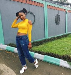Trending singer, Simi shared her perspective about the romantic nature of Nigerian men, in a recent interview with Punch Newspaper. The singer said:
